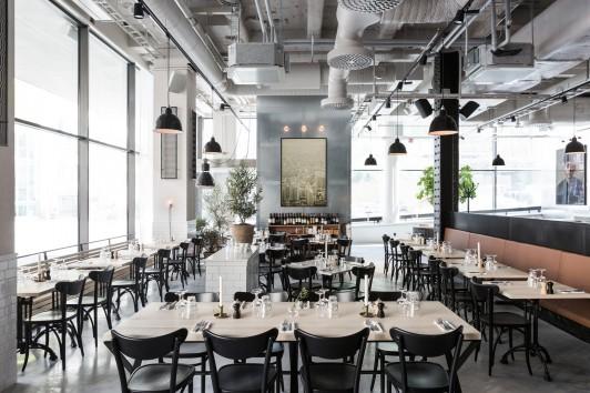 Salle de restaurant de style industriel